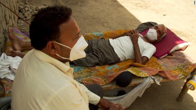 Dịch bệnh càn quét làng quê Ấn Độ