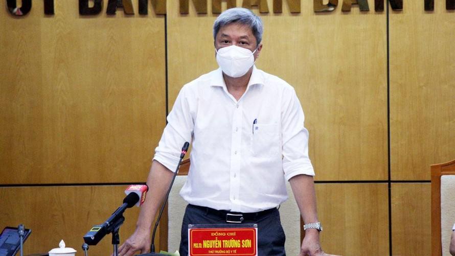 Thứ trưởng Bộ Y tế Nguyễn Trường Sơn phát biểu tại buổi làm việc với tỉnh Bắc Giang. Ảnh: Báo Bắc Giang
