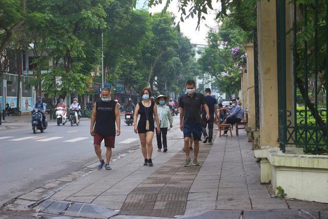 Người dân Hà Nội vẫn chủ quan trong phòng, chống dịch COVID-19