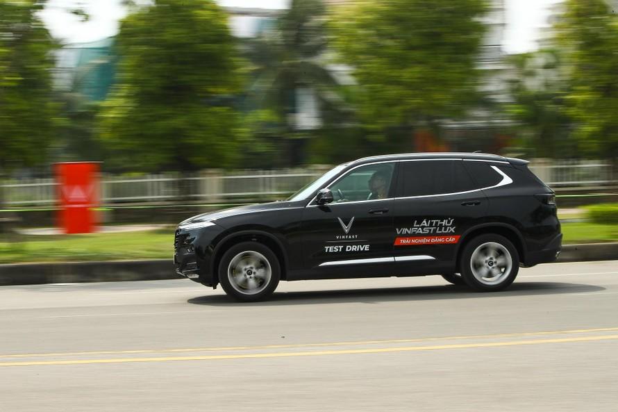 Ngồi nhà mua ô tô VinFast với dịch vụ 'full option' chu đáo 'tận chân răng'