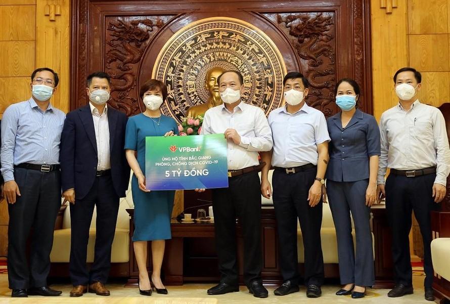 VPBank tiếp tục ủng hộ 10 tỷ đồng phòng, chống dịch COVID-19