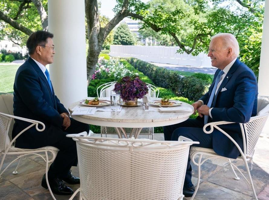 Bữa trưa giữa ông Biden và ông Moon được cho là gần gũi hơn bữa trưa với người đồng cấp Nhật Bản vào hồi tháng 4 vừa qua