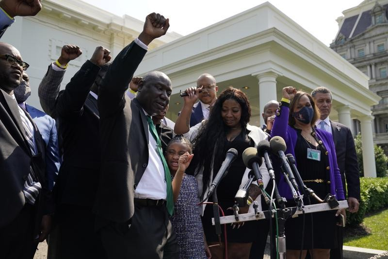 Gia đình George Floyd diện kiến Tổng thống Biden