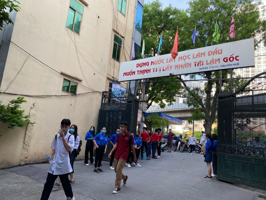 Học sinh lớp 9 và lớp 12 Hà Nội không ra khỏi thành phố