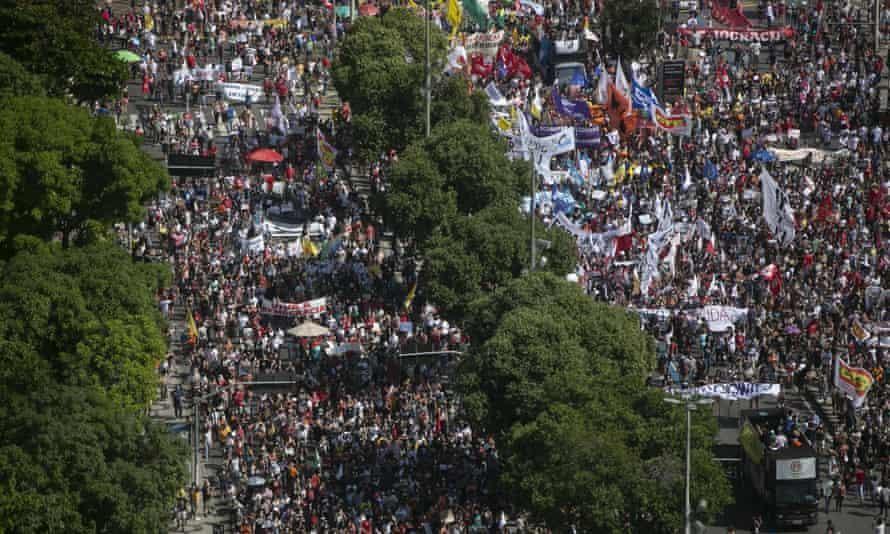 Hàng chục nghìn người Brazil kêu gọi luận tội Tổng thống Bolsonaro