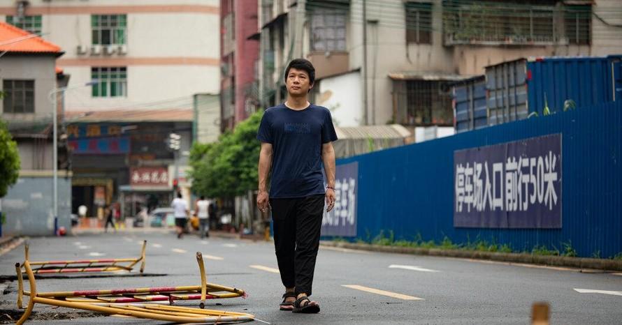 Huang Yulong - người đã thắt ống dẫn tinh ở tuổi 26 và dự định sẽ không có con. Ảnh: NY Times