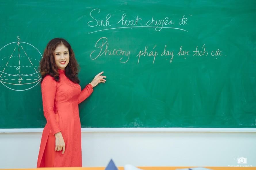 Cô giáo Dương Hồng Hạnh (Dương Du Viên), giáo viên tổ Toán - Tin trường THPT Kim Liên, Hà Nội