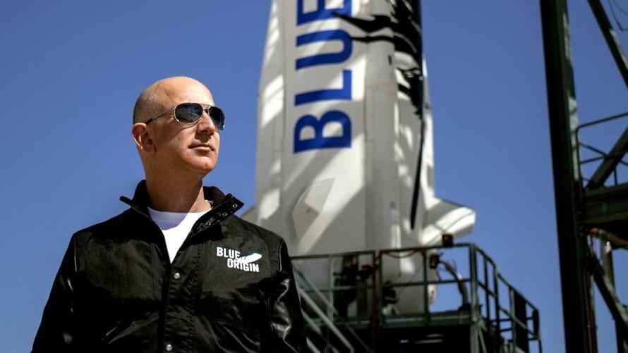 Jeff Bezos chuẩn bị bay ra ngoài vũ trụ