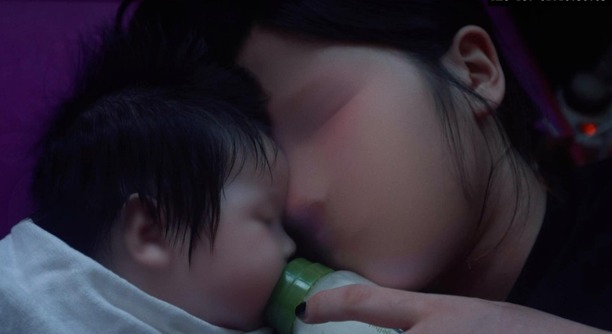 """Một cảnh trong phim tài liệu """"Forget Me Not - A Letter to My Mother""""."""