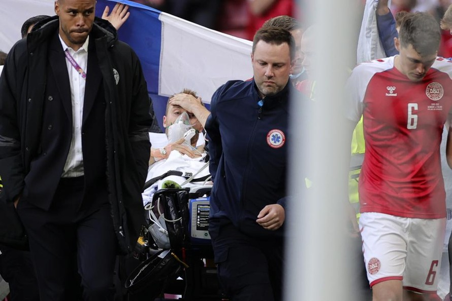 Christian Eriksen ổn định sau khi bất tỉnh trên sân