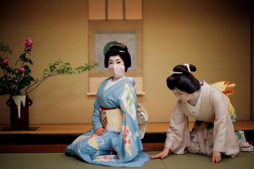 Nghề Geisha tại Nhật Bản đang gặp nhiều khó khăn trong thời buổi dịch bệnh. Ảnh: Reuters