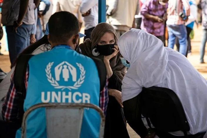 Angelina Jolie thăm trại tị nạn ở Burkina Faso