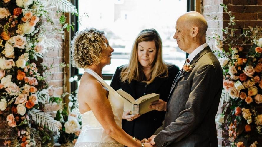 Cặp đôi Peter và Lisa Marshall tổ chức hôn lễ thứ hai. Ảnh: CNN