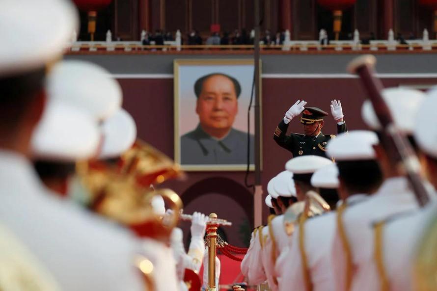 Đoàn nghi lễ luyện tập trước thềm sự kiện kỷ niệm 100 năm thành lập Đảng Cộng sản Trung Quốc trên Quảng trường Thiên An Môn, Ảnh: Reuters