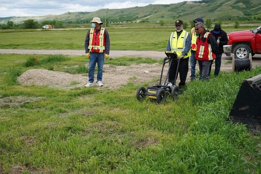 Canada tiếp tục phát hiện 182 ngôi mộ vô danh gần trường nội trú