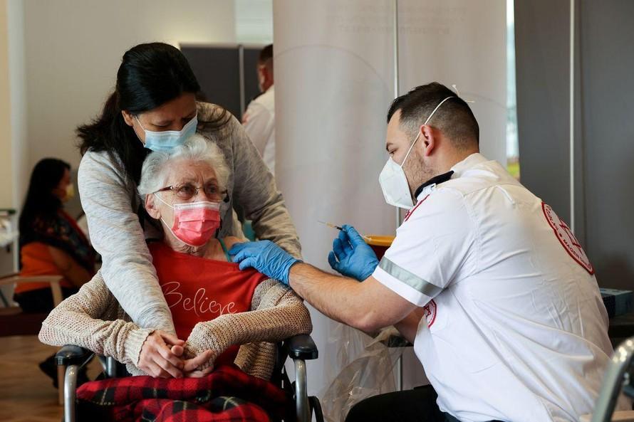 Israel ghi nhận vaccine Pfizer giảm hiệu quả bảo vệ