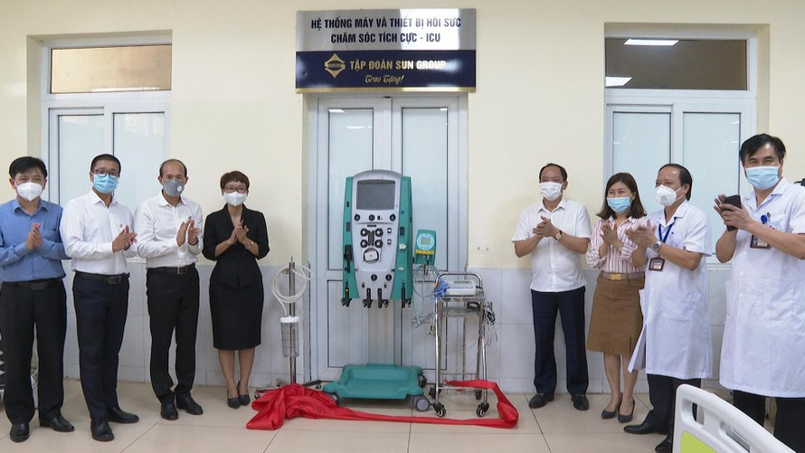 Lễ bàn giao hệ thống máy và thiết bị hồi sức tích cực của Sun Group cho BVĐK Hưng Yên.
