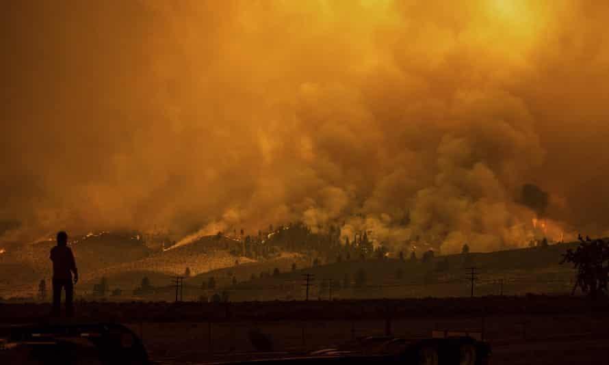 Cháy rừng hoành hành các bang bờ Tây nước Mỹ
