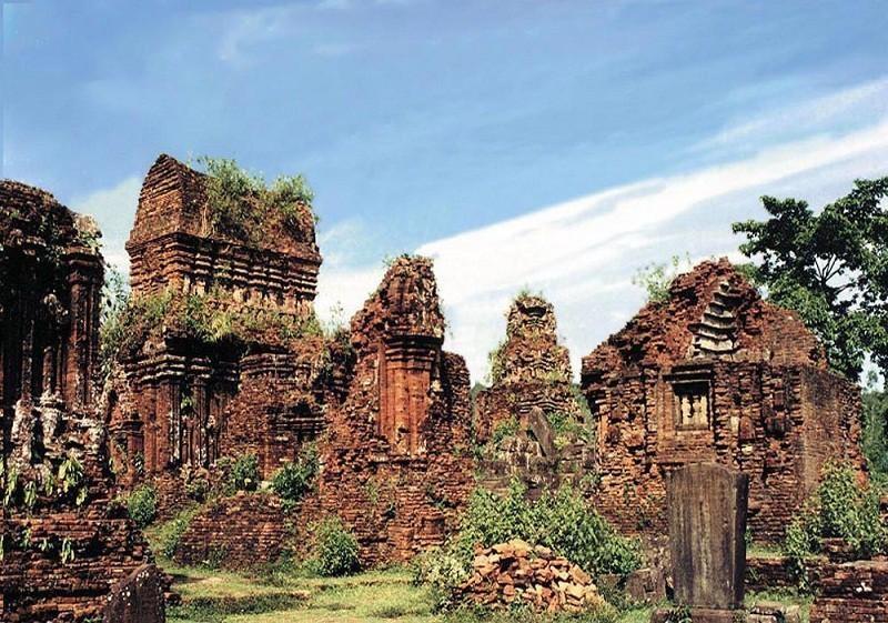Nỗ lực trùng tu Di sản Văn hóa thế giới Mỹ Sơn trước mùa mưa