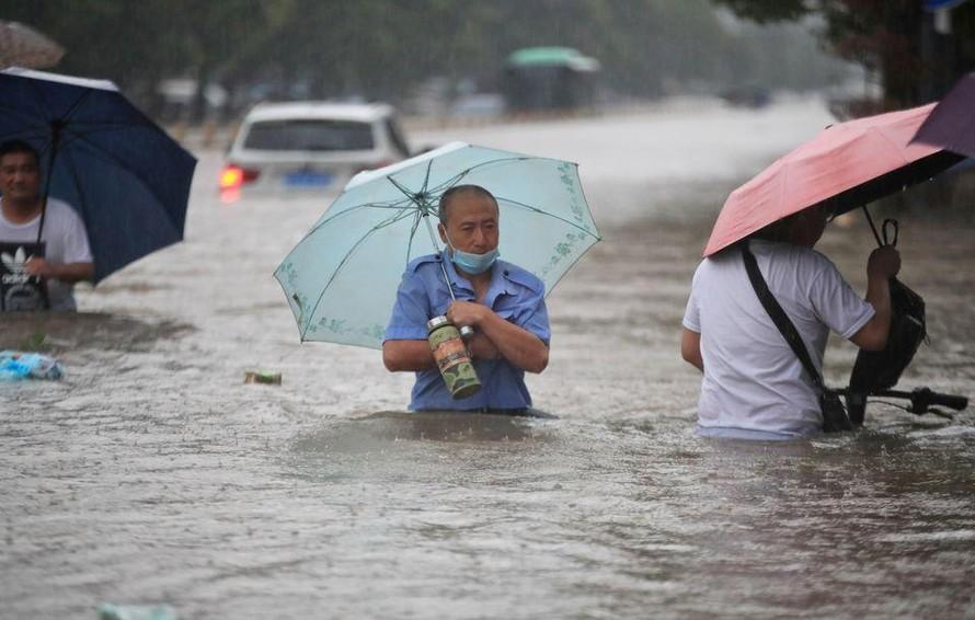 Đợt mưa lũ 'ngàn năm có một' tàn phá miền Trung Trung Quốc