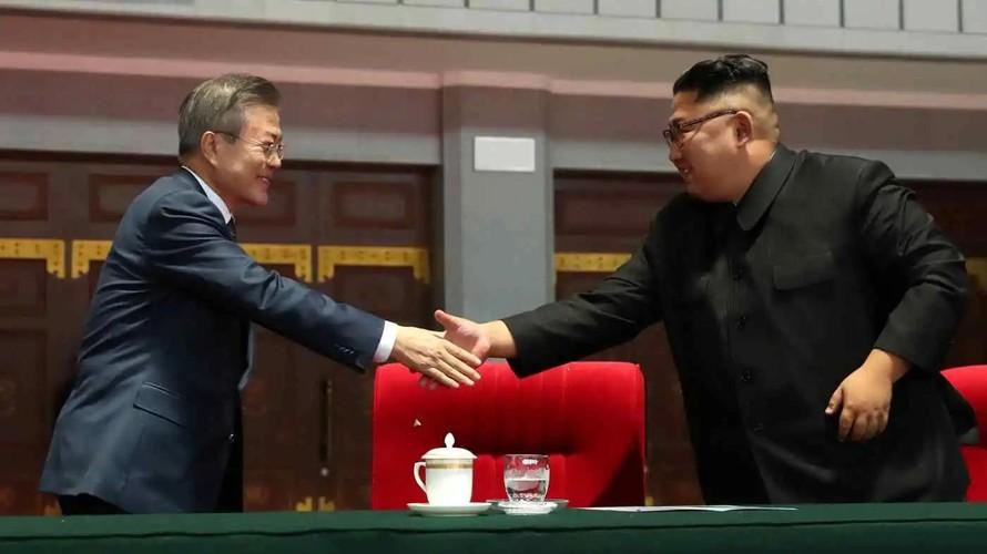 Triều Tiên chấp nhận 'làm lành' vì khó khăn trong nước