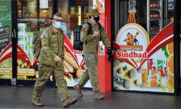Quân đội tuần tra đường phố Sydney
