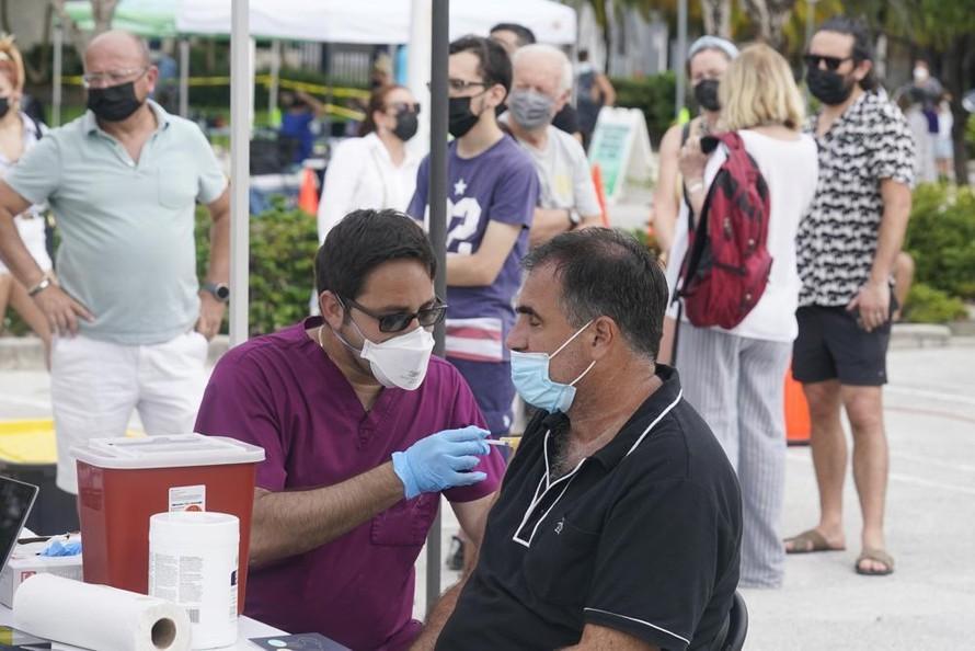 Mỹ lên kế hoạch tiêm bổ sung vaccine ngừa COVID-19