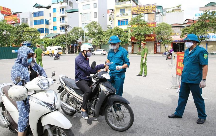 Hà Nội siết chặt quy định về giấy đi đường của người dân