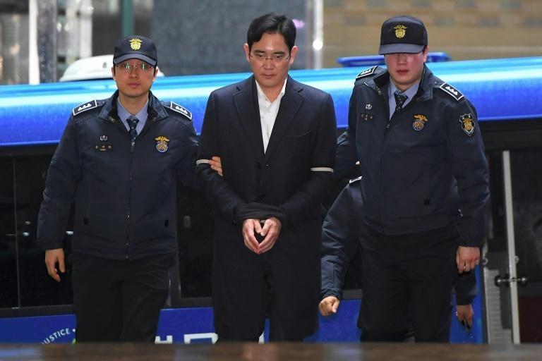 Đằng sau quyết dịnh đặc xá 'thái tử' Samsung