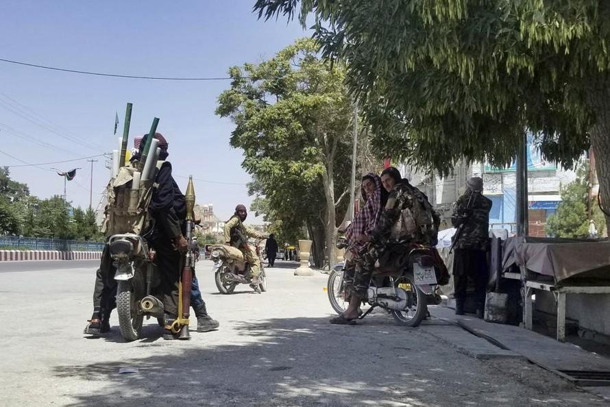 Các tay súng Taliban tại thành phố Ghazni, phía tây nam thủ đô Kabul của Afghanistan. Ảnh: AP