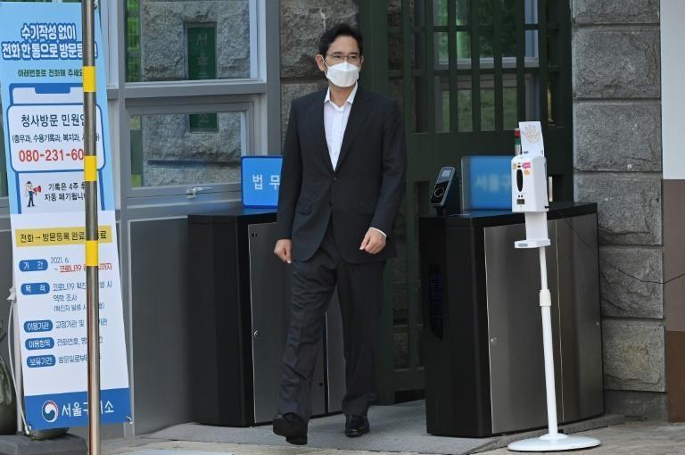 Phó Chủ tịch Samsung ra tù