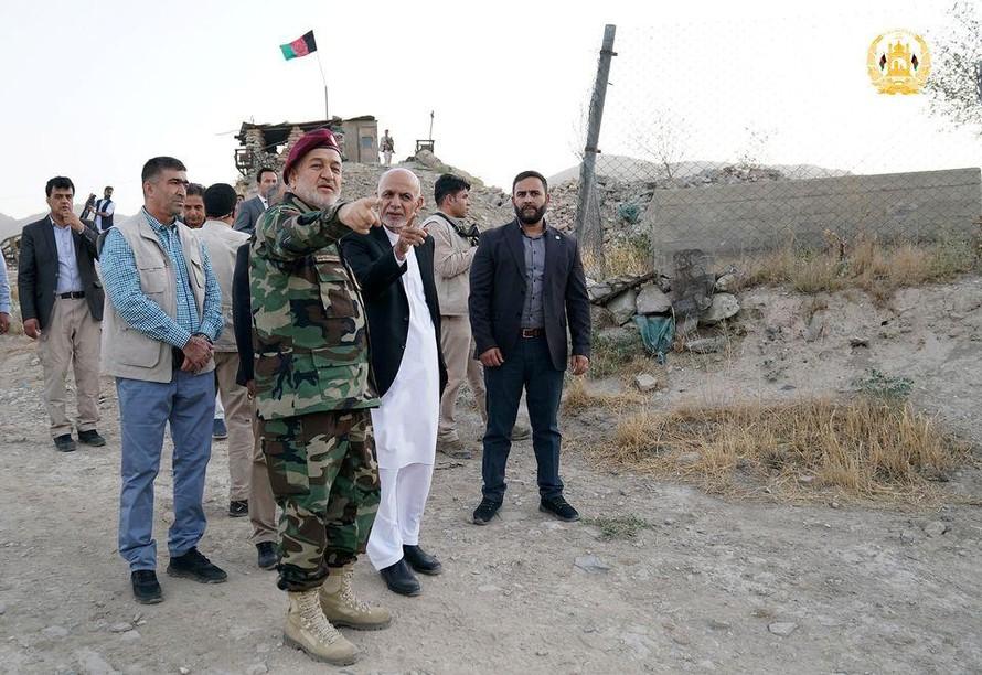 Tổng thống Afghanistan Ashraf Ghani thị sát tình hình phòng thủ tại thủ đô Kabul. Ảnh: Reuters