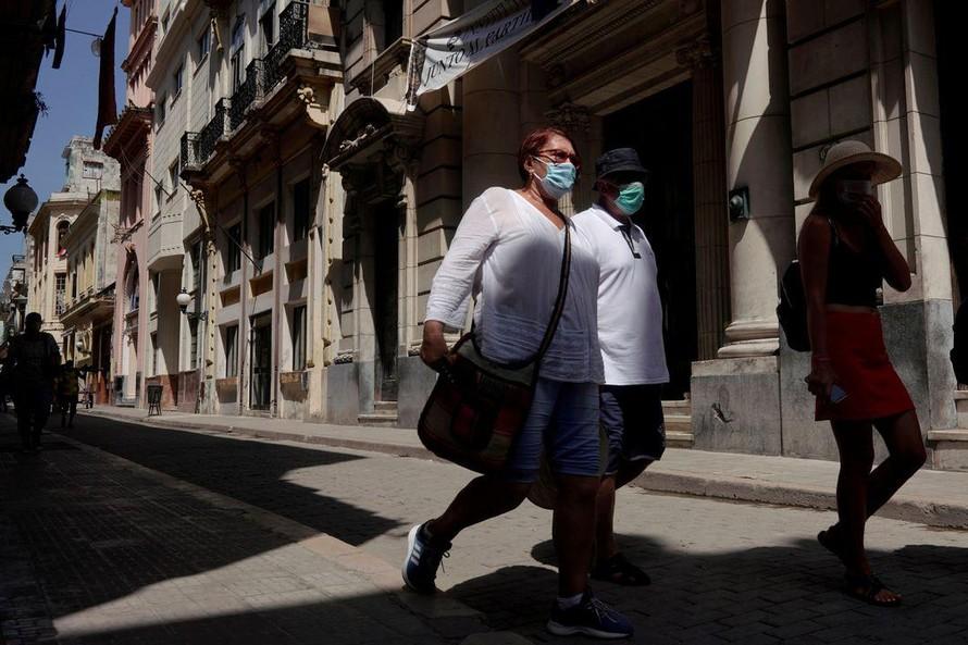 Cuba huy động quân đội sản xuất oxy y tế