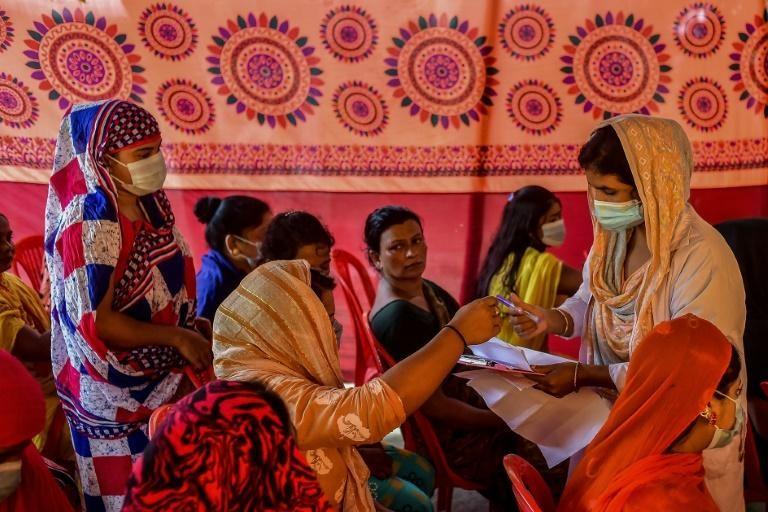 Bangladesh tiêm vaccine cho người lao động tình dục