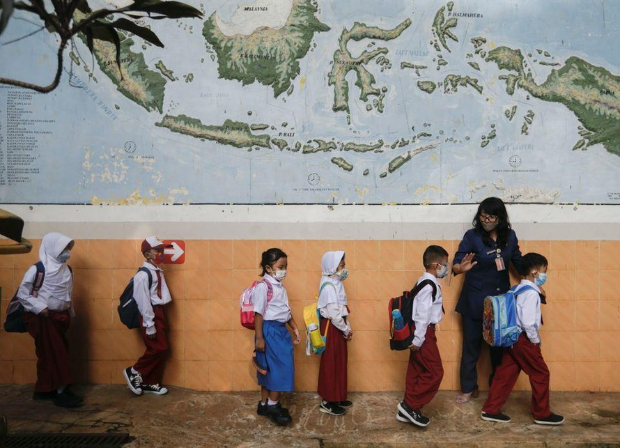 Trường học Indonesia mở cửa trở lại