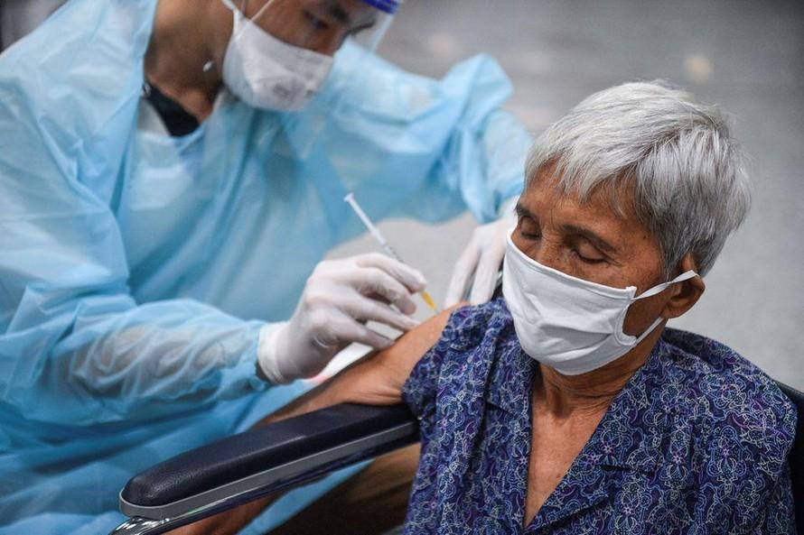 Thái Lan chậm tiêm chủng cho người cao tuổi