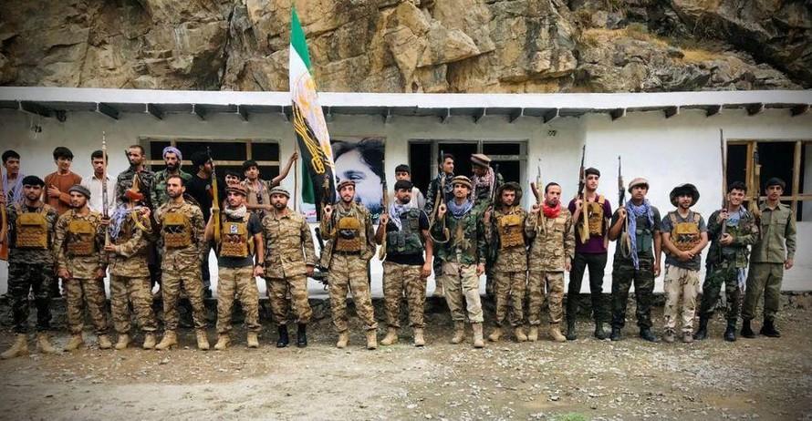 Taliban bao vây 'thành trì' kháng chiến cuối cùng