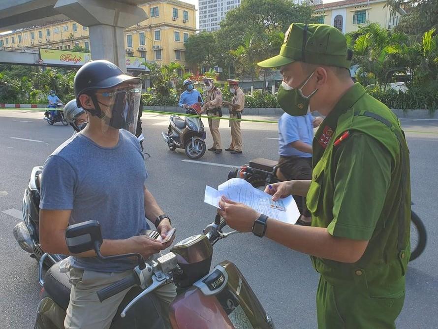 6 nhóm đối tượng được cấp giấy đi đường tại Hà Nội