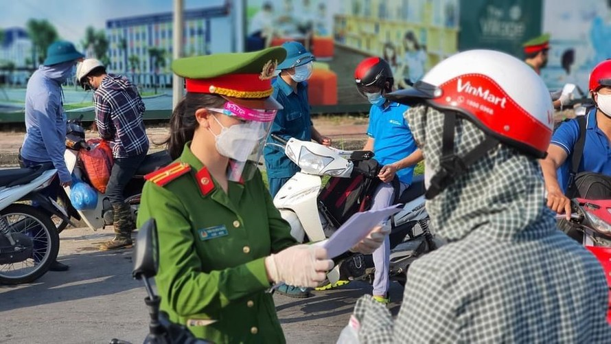 Chủ tịch Hà Nội: Cần tiếp thu, điều chỉnh việc cấp giấy đi đường