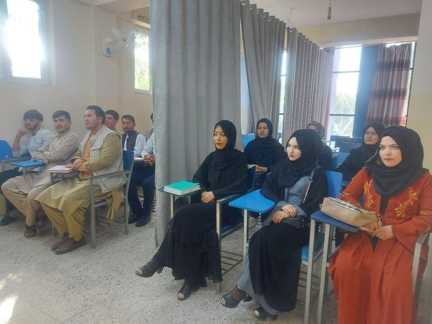 Màn ngăn cách nam nữ tại các trường đại học Afghanistan