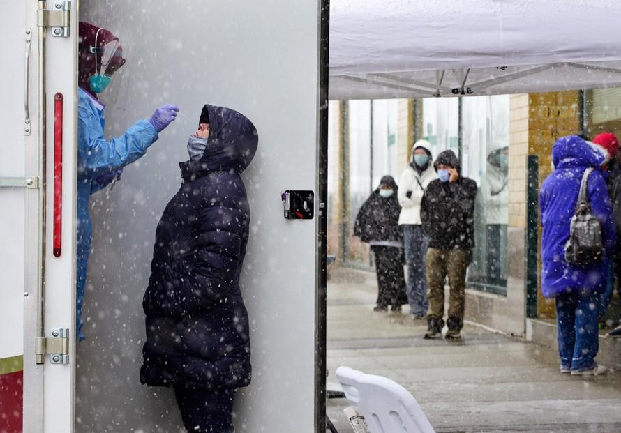 Chuyên gia cảnh báo đợt bùng phát mới COVID-19 vào mùa đông