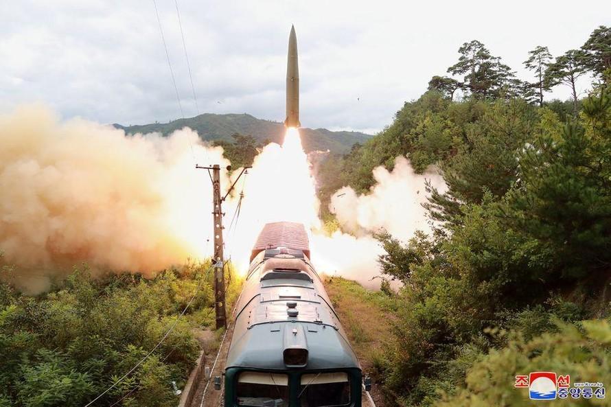 Triều Tiên phóng thử tên lửa đường sắt