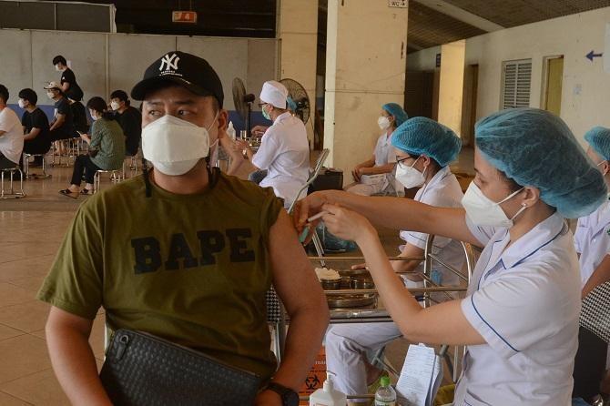 Hà Nội tiêm chủng cho 4.000 người nước ngoài