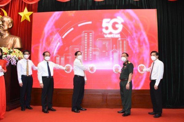 Bấm nút khai trương mạng 5G Viettel tại Bà Rịa- Vũng Tàu.
