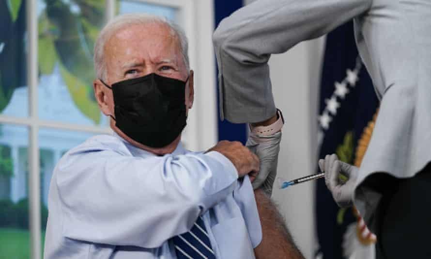 Tổng thống Mỹ tiêm mũi vaccine thứ 3