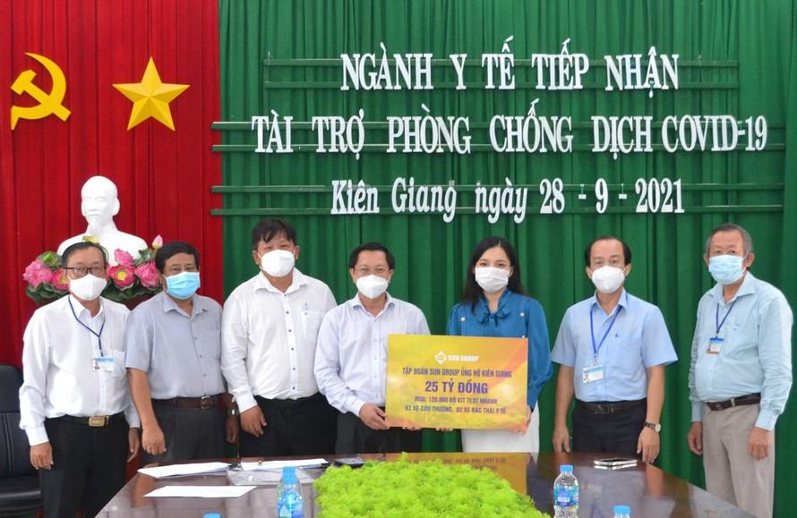 Sun Group trao tặng gói hỗ trợ tiếp sức Kiên Giang chống dịch