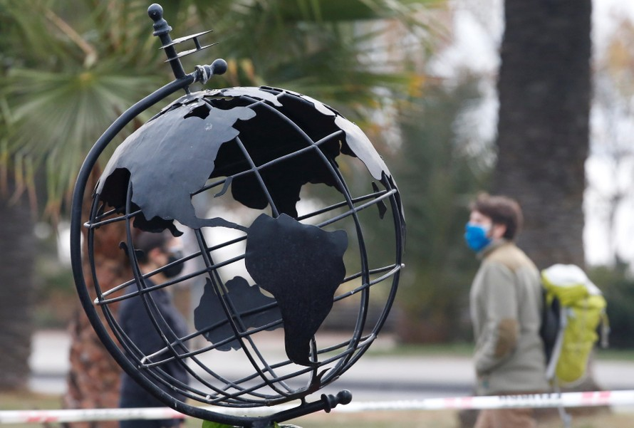 IMF giảm dự báo tăng trưởng toàn cầu