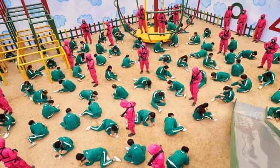 Loạt phim 'Squid Game' phơi bày thực trạng nợ cá nhân của Hàn Quốc