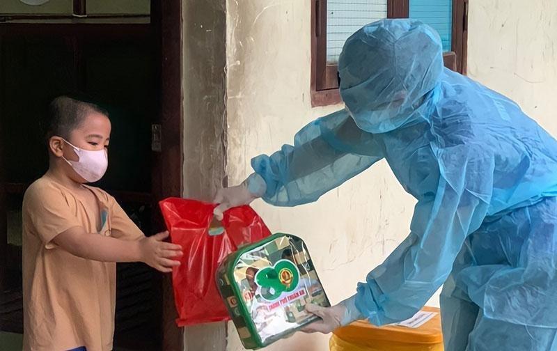 Thành phố Hồ Chí Minh hỗ trợ trẻ mồ côi do COVID-19