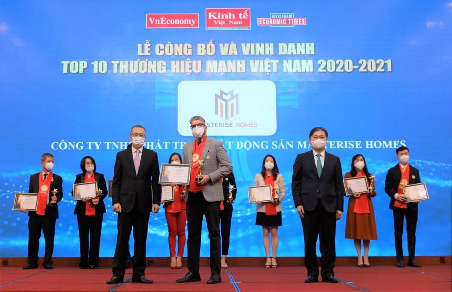 Đại diện Masterise Homes tại Lễ công bố và vinh danh Thương hiệu Mạnh Việt Nam 2021.